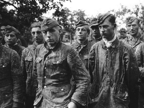 Prisonniers de la 12ème SS Hitlerjugend en Normandie