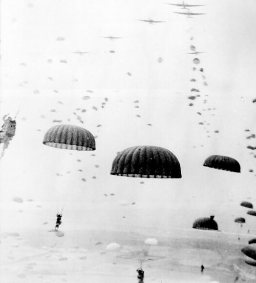 paratroops_land_in_Holland
